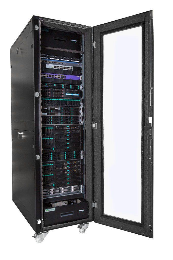 VIST AcoustiRACK с модулями Silentium ActiveSilencer Fan Tray (ASFT) и установленным IT оборудованием.